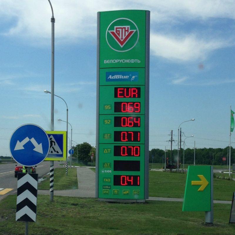 Litr benzínu za 0,69€. Nafta za 0,71€  - MS v ledním hokeji Bělorusko 2014 - Sportsen.cz