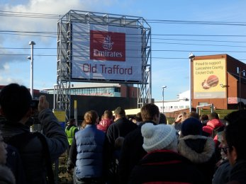 Manchester United vs Arsenal FC - Old Trafford metrolink station