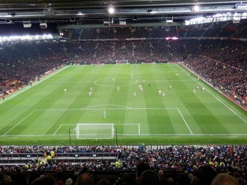 Manchester United vs Arsenal FC - Old Trafford pohled na Stretford End